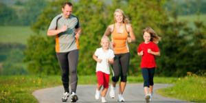 Занимайтесь физкультурой всей семьей - учите детей своим примером