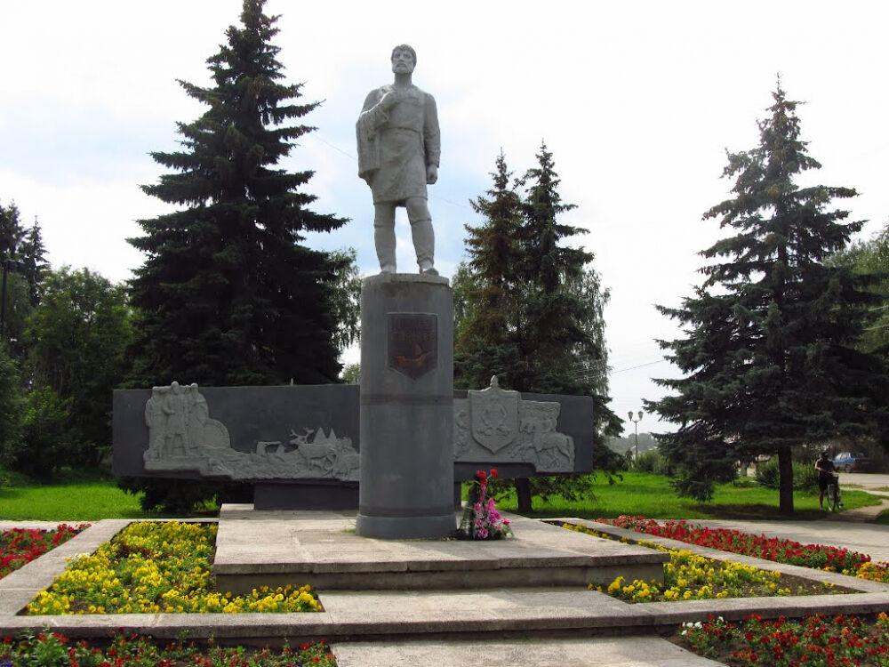 Фото Памятник Семену Дежневу в городе Великий Устюг