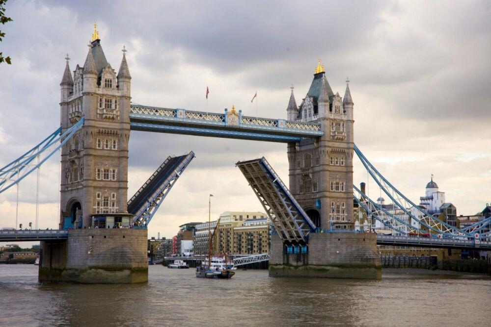Тауэрский мост в Лондоне: фото и описание, цены билетов - Planet of ...