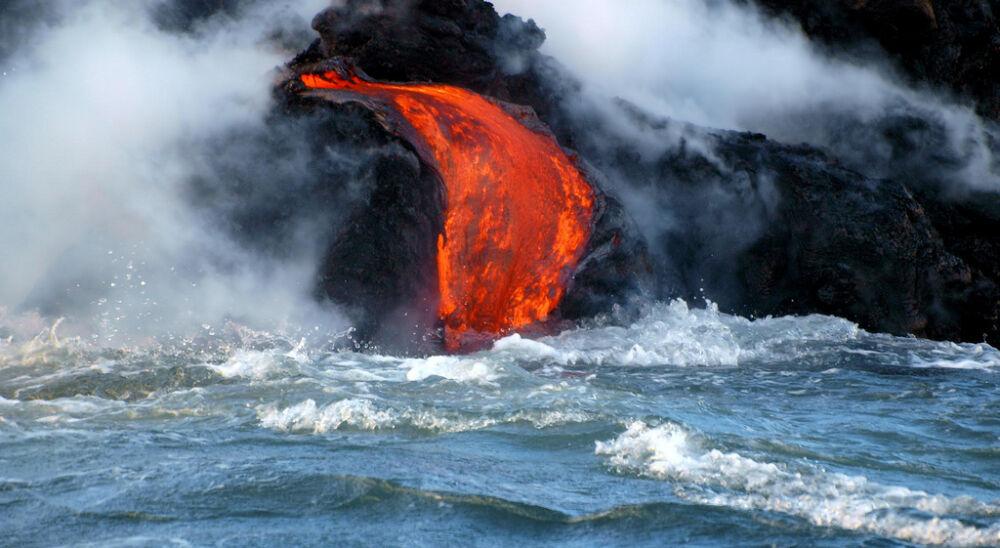 извержение в воде