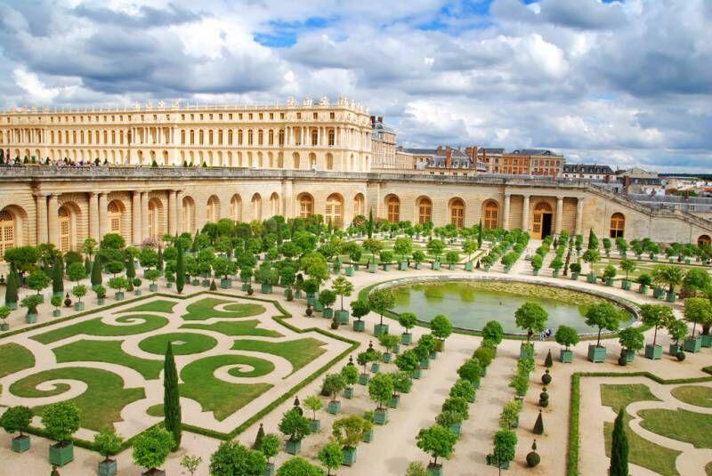Француженку не пустили в Версаль - CRE
