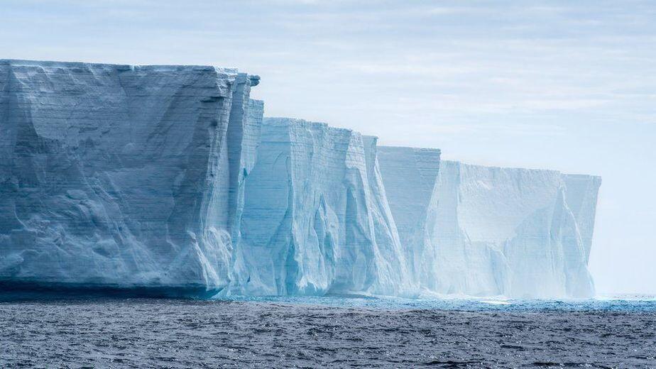 Льды Антарктиды тают все быстрее. Почему?