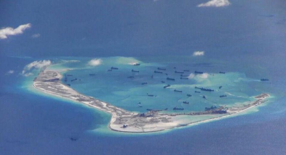 КНР завершает засыпку мелководья на островах Спратли
