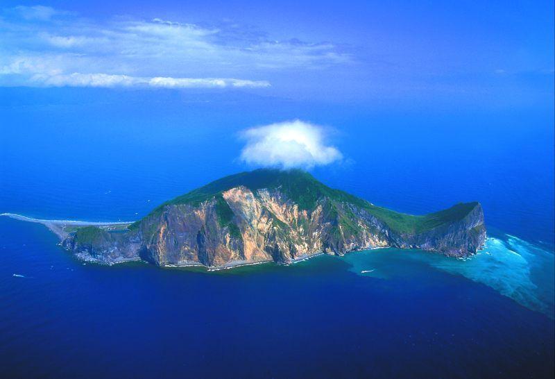 Новости: 12 островов самой необычной формы