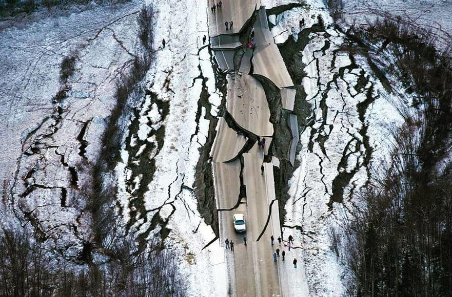 Последствия мощного землетрясения на Аляске: фото и видео — National ...