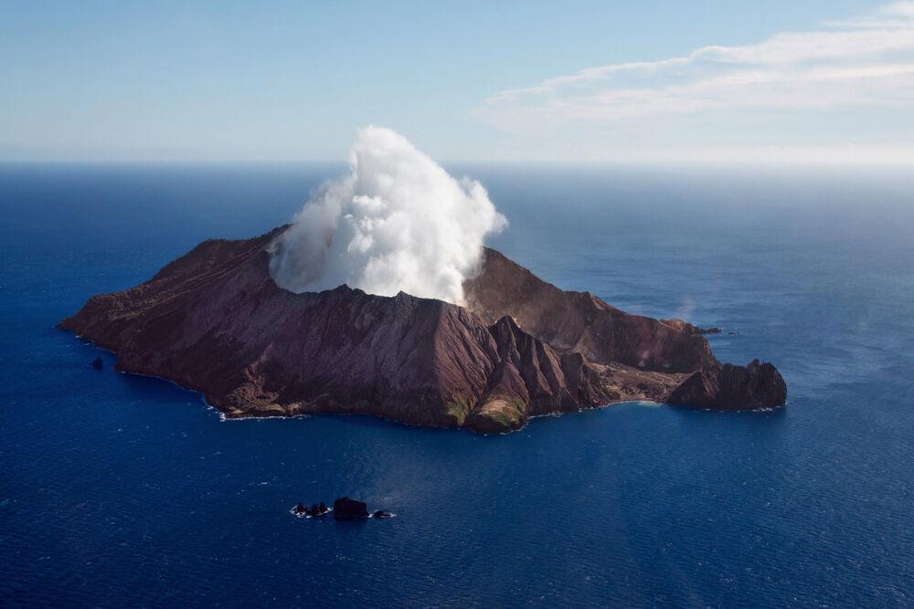 вулканический остров в тихом океане (главный ключ)