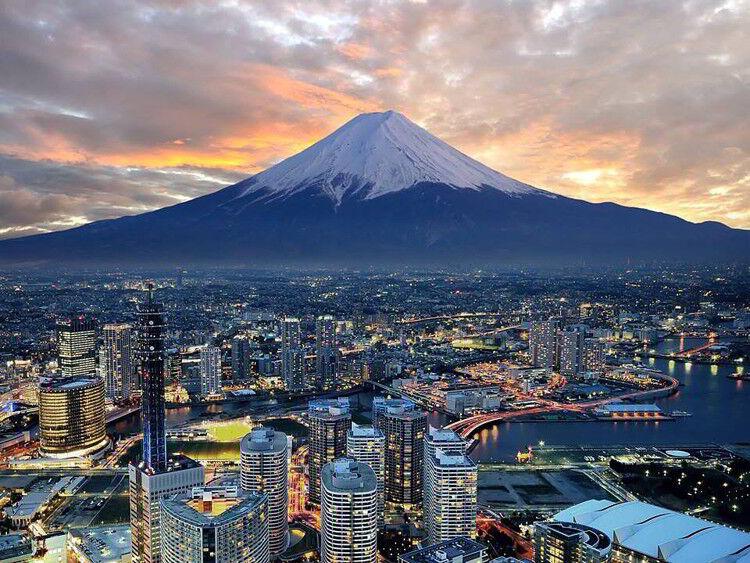 Гора Фудзияма - частная достопримечательность. Япония